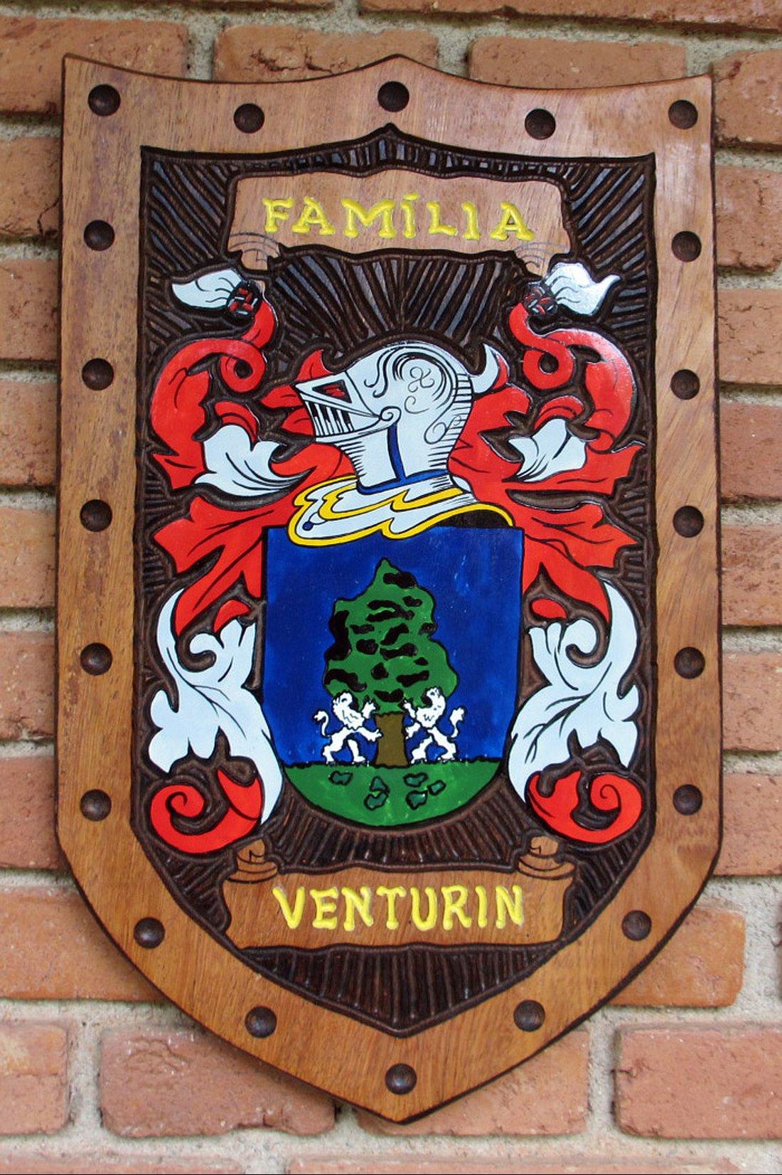 Brasão da família Venturin - entalhado em Madeira - Pica